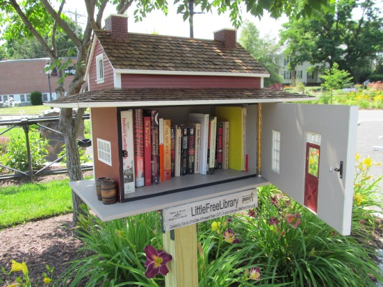 Little_Free_Library,_Easthampton_MA.jpg